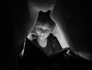 boy-reading-in-bed